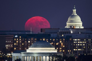 Only Supermoon of 2017 Rises Behind US Capitol in Washington, DC