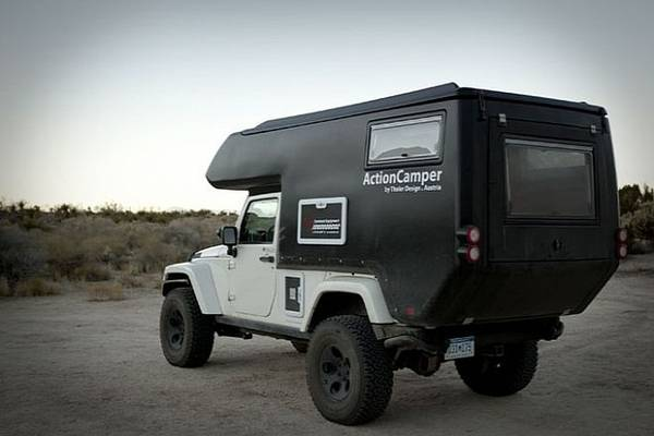 Caravan Action Camper off-road su una Jeep Wrangler