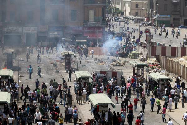 Egyptian anti-military protesters clash with attackers at Abbassiya square, Cairo