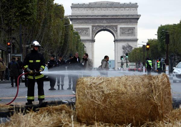 French farmers protest in Paris [ARCHIVE MATERIAL ]