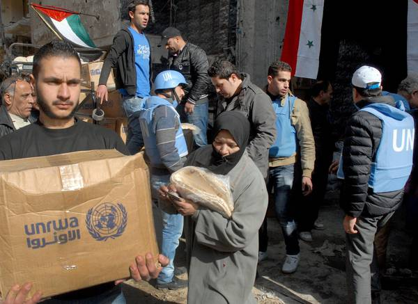 Palestinians get food to Syria's Yarmouk camp [ARCHIVE MATERIAL 20140130 ]