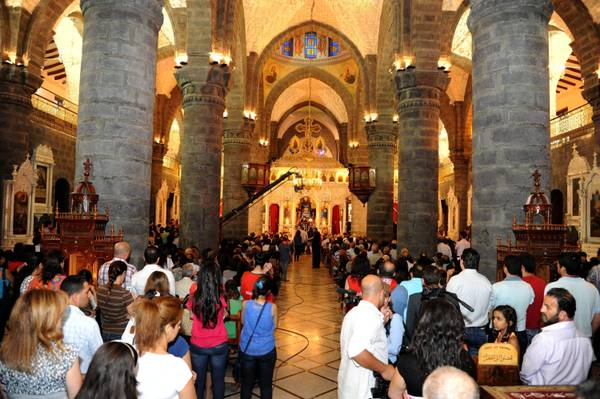 worshippers during a mass at al-Zaytoun Church in Damascus (archive)