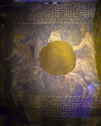 The mosaic in the Amphipolis tomb (source: Hellenic MInistry of Culture and Sports)