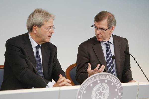 Italian FM Paolo Gentiloni (L) with special envoy of the United Nations for Libya, Bernardino Leon (R) during their press conference at Palazzo Chigi in Rome