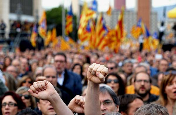 Protest in support of Catalonian politicians investigated by Spanish courts [ARCHIVE MATERIAL 20161113 ]