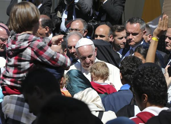 Pope meets migrants in Lesvos (archive material)