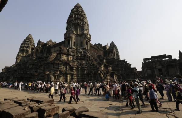Cambodia increases entrance fee to visit Angkor temple complex [ARCHIVE MATERIAL 20170217 ]