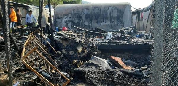 Migrants: 600 in makeshift shelters after Samos fire - MSF - General news - ANSAMed - ANSAmed