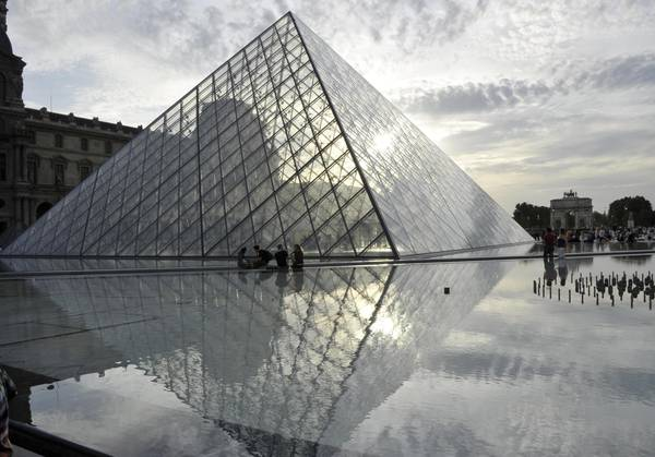Airbnb sponsors contest to win overnight at the Louvre
