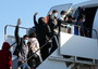 Migrants: EU resumes relocations of minors from Greece
