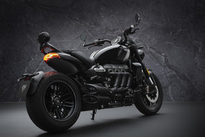 Triumph Rocket, stile dark con 3R Black e 3GT Triple Black (ANSA)