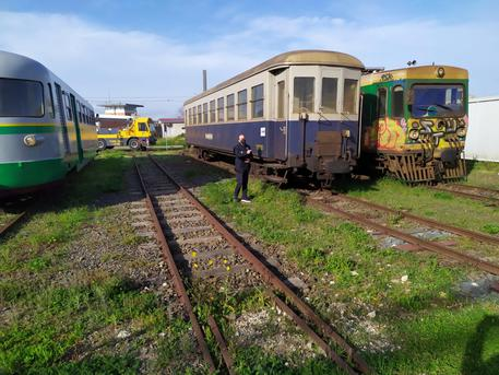 ++ Sequestrate carrozze e locomotive storiche Ferrovie Sarde ++ © ANSA