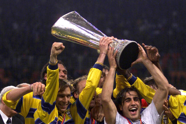 TEAM OF PARMA ITALY CELEBRATE AS [ARCHIVE MATERIAL 19990513 ]