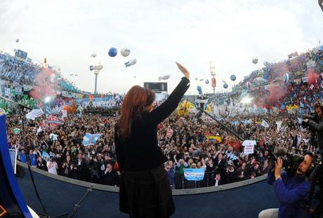 MASSIVE RALLY TO SUPPORT ARGENTINEAN PRESIDENT