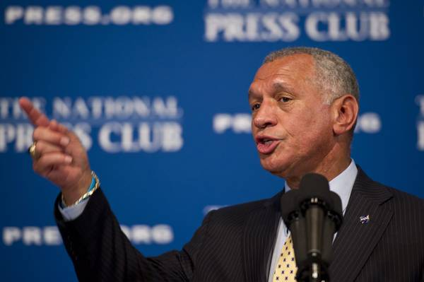 Charles Bolden parla del futuro della Nasa al National Press Club di Washington