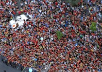 Thousands greet Spanish national soccer team in Madrid